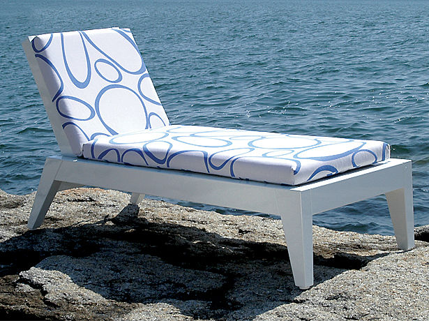Angela Adams Chaise Weatherend